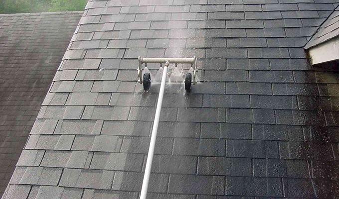 Dach entmoosen