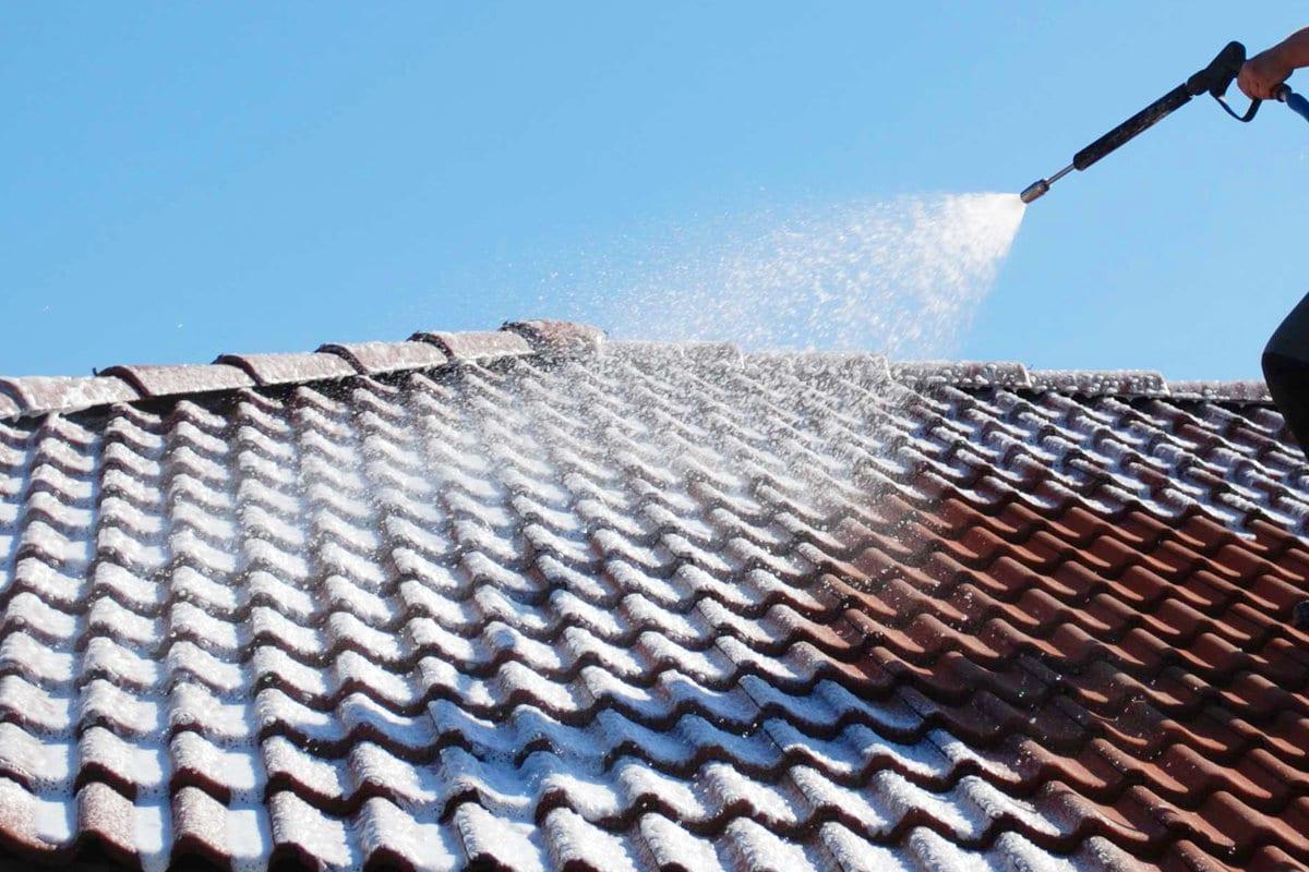 Reinigen Dachziegel